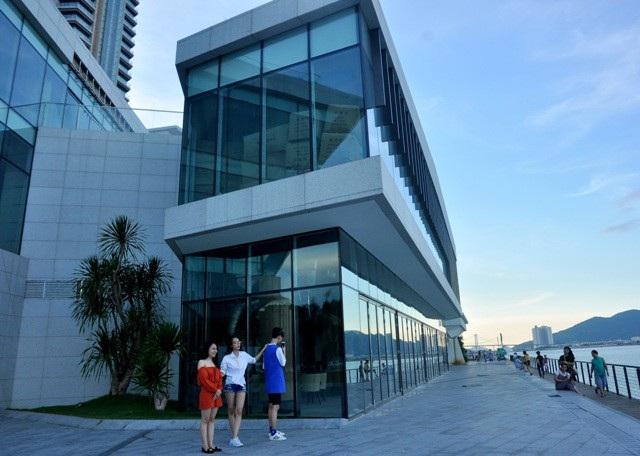 Dự án nằm tại phường Thạch Thang với diện tích 3.000 m2 (trong đó diện tích đất là 1.632,6 m2, diện tích đất có mặt nước là 1.367 m2), thời gian sử dụng đất là 50 năm và hình thức thuê đất là trả tiền thuê hàng năm.