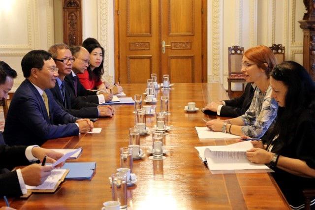 Phó Thủ tướng, Bộ trưởng Bộ Ngoại giao Việt Nam gặp gỡ Phó Chủ tịch Hạ viện Ru-mani Carmen Ileana Mihalcescu