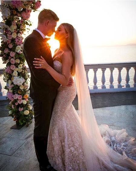 Hai vợ chồng vừa kỷ niệm một năm ngày cưới