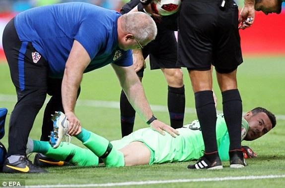Thủ thành Subasic dính chấn thương cuối trận nhưng anh vẫn có thể tiếp tục thi đấu