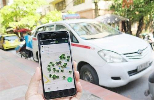 Cuộc chiến dai dẳng giữa taxi truyền thống và Grab vẫn tiếp diễn