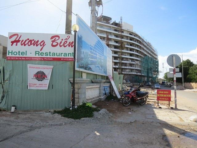 Công trình khách sạn Hương Biển xây dựng sai phép, không đúng quy hoạch sẽ bị xử lý trong thời gian tới. (ảnh Ngọc Giang)