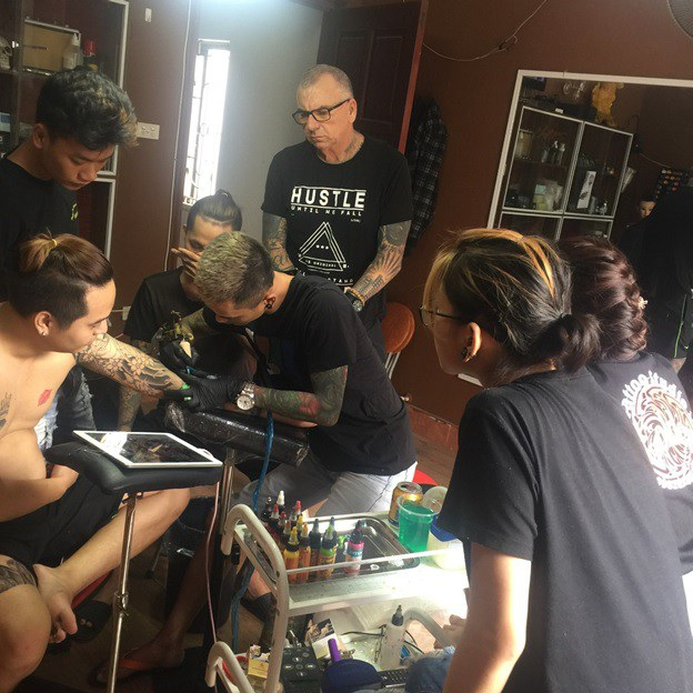 Kiên quyết khởi nghiệp dù bị gia đình phản đối và cái kết cho chàng trai mê Tattoo - 2