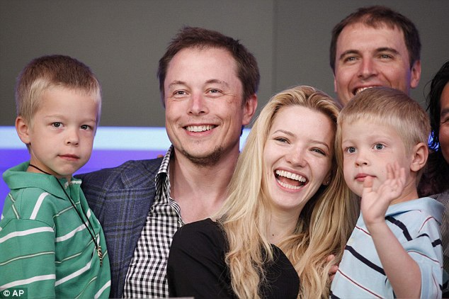 Elon Musk đang lập kế hoạch và thậm chí sẽ đích thân đến hang động để cứu trợ các em nhỏ.