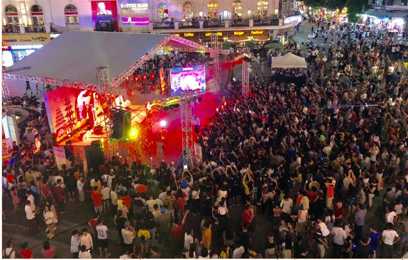 Quảng trường không còn chỗ trống bởi các hoạt động văn hóa hấp dẫn chào đường bay mới đến Nhật Bản của Vietjet