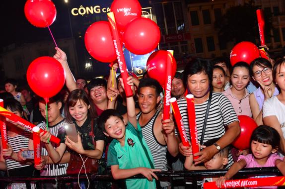 Điểm nhấn của ngày hội là đêm nhạc hoành tráng, giao thoa màu sắc văn hóa của Việt Nam và xứ sở Phù Tang.