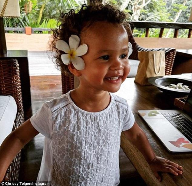 Con gái đầu lòng của siêu mẫu - bé Luna, 2 tuổi