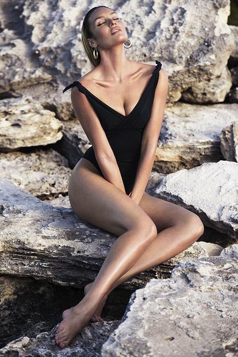 Bộ sưutập bán chạy và mang về cho Candice Swanepoel thu nhập khủng