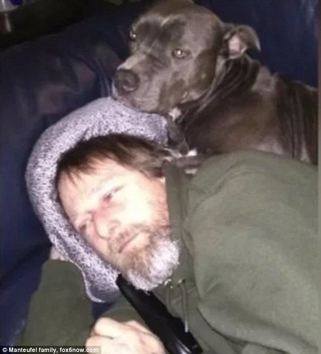 Greg với chú chó cưng