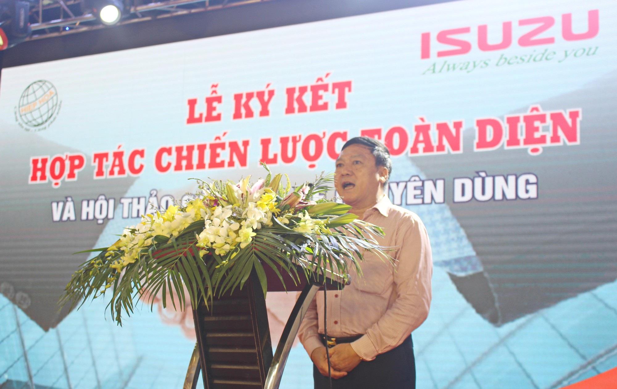 ông Đào Mạnh Hùng, Tổng Giám đốc Công ty TNHH Thương mại & Thiết bị Môi trường Hiệp Hòa khẳng định xe ép rác Việt Nam vượt trội hơn của Hàn Quốc. (Ảnh: Hồng Vân)