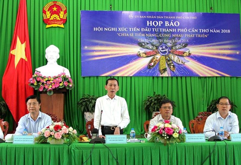 Ông Võ Thành Thống - Chủ tịch UBND TP Cần Thơ phát biểu tại buổi họp báo