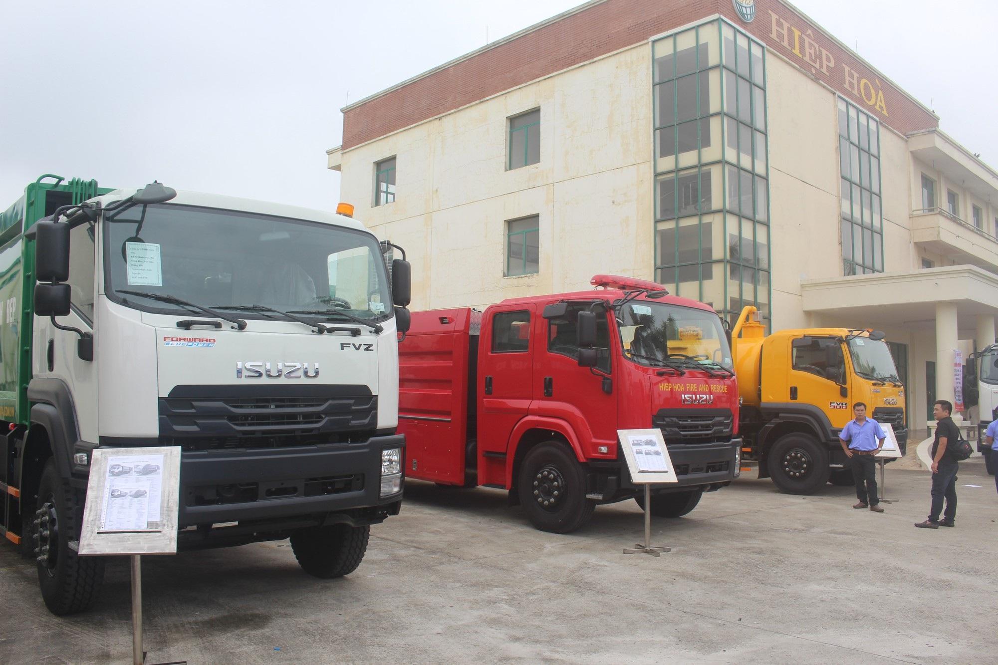 Một số sản phẩm xe chuyên dùng do hai bên kết hợp sản xuất. (Ảnh: Hồng Vân)
