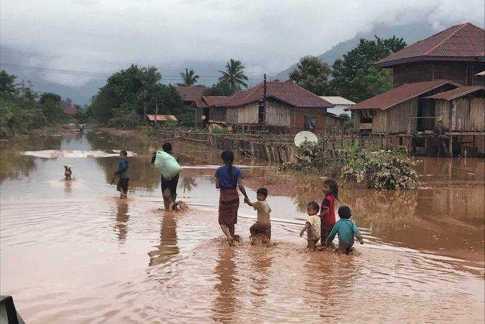 Nhiều khu vực đã bị tàn phá nghiêm trọng sau sự cố vỡ đập thủy điện. (Ảnh: Vientiane Rescue)