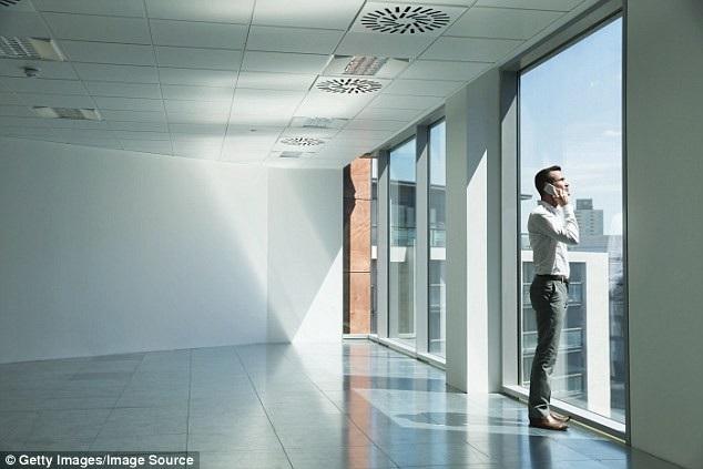 Các chuyên gia tuyên bố buổi trưa là cao điểm của ngày làm việc và do đó là thời gian tốt nhất để thực hiện các cuộc điện thoại quan trọng