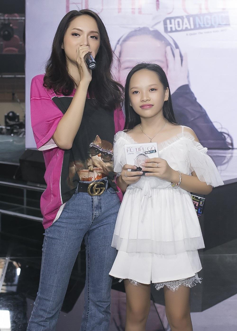 Hoa hậu chuyển giới Hương Giang cũng đến chia vui cùng Hoài Ngọc