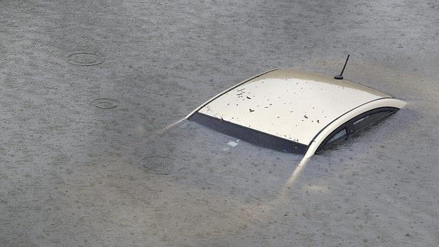 """Xe ngập nước """"bổ máy"""" trăm triệu, bán rẻ khách không biết vẫn tranh nhau - 3"""