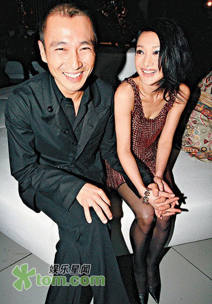 Châu Tấn từng là bạn gái của nhà tạo mẫu tóc Lý Đài Tề trong 5 năm trước khi chia tay vào năm 2010.