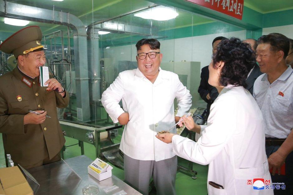 Ông Kim Jong-un tới thăm một nhà máy ở Bình Nhưỡng.