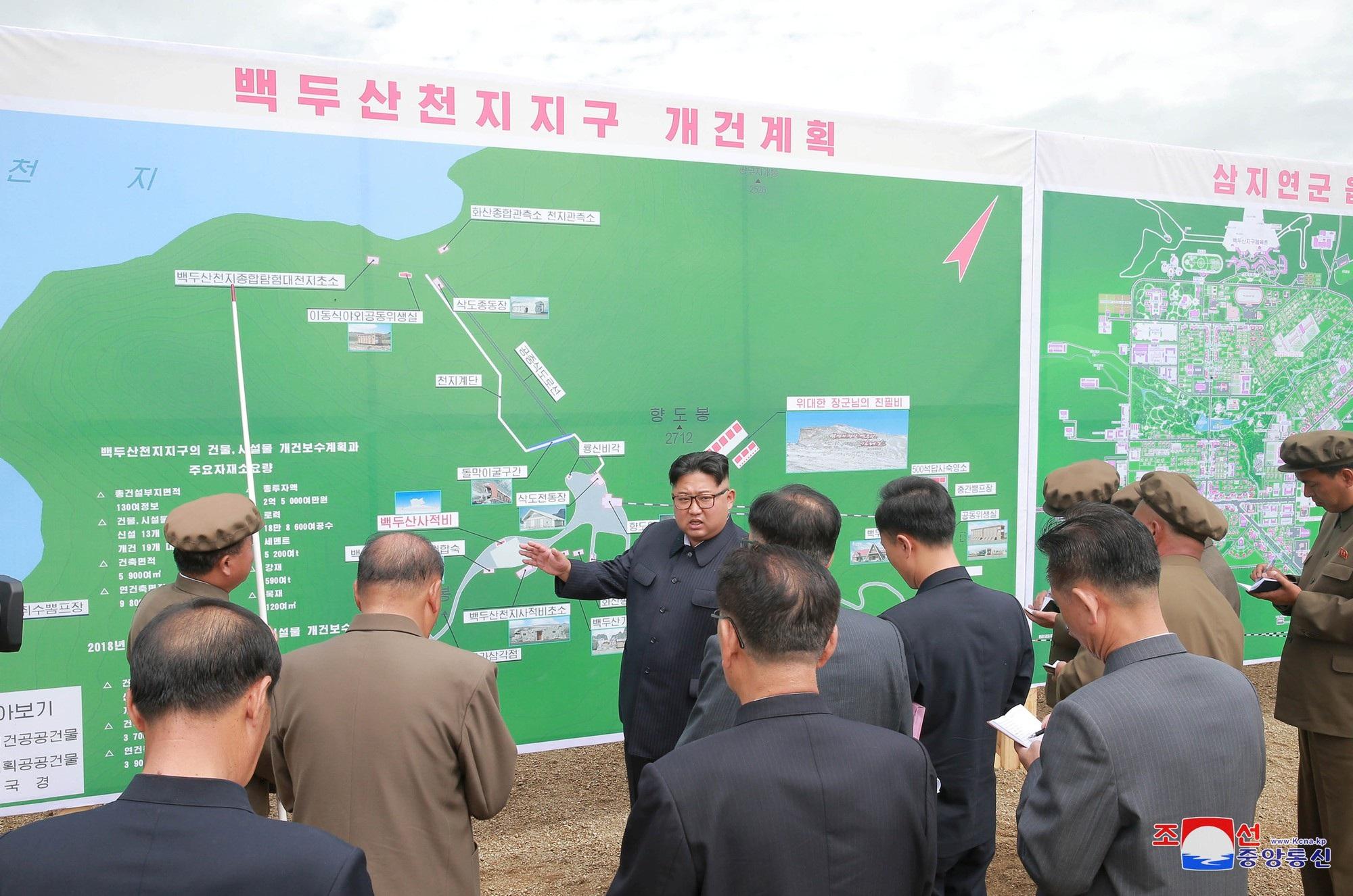 Ông Kim Jong-un thị sát công trình xây dựng tại Samjiyon.