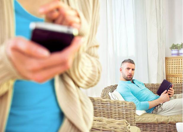 """Hứng trận lôi đình của chồng vì """"thả thính"""" qua tin nhắn facebook - 1"""