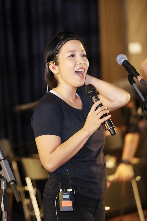 Diva Mỹ Linh ăn vận vừa trẻ trung vừa thoải mái