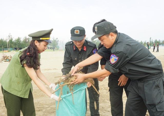 Ngoài việc đảm bảo an ninh trật tự trên địa bàn, đoàn viên Đoàn Thanh niên Trung đoàn cảnh sát cơ động Bắc Trung Bộ là lực lượng xung kích đi đầu trong các hoạt động vì an sinh xã hội