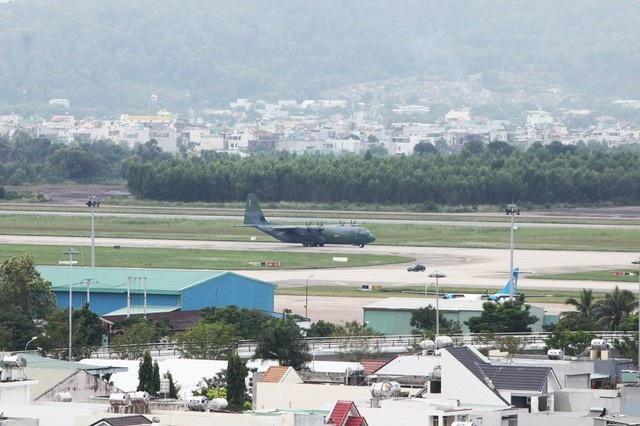 Chuyên cơ C130 của Mỹ tại sân bay Đà Nẵng (Ảnh: Quý Đoàn)