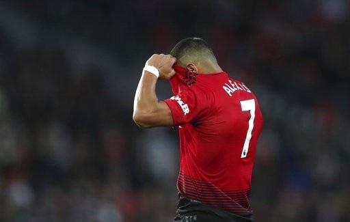 Sanchez tỏ ra tiếc nuối khi phung phí khá nhiều cơ hội ghi bàn. Cầu thủ người Chile không có cảm giác bóng tốt ở trận này, anh chuyền sai cũng rất nhiều
