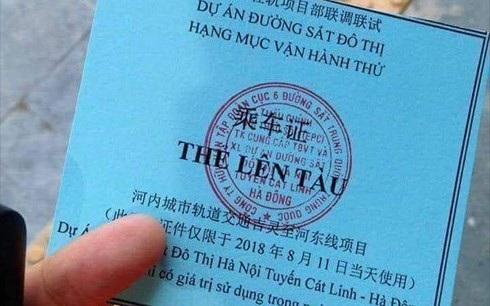 Thẻ lên tàu in cả tiếng Việt và tiếng Trung Quốc (ảnh: vov)