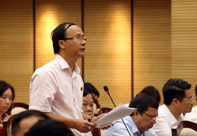 Ông Nguyễn Hoài Nam - Trưởng ban Pháp chế HĐND TP Hà Nội đặt câu hỏi tại phiên chất vấn