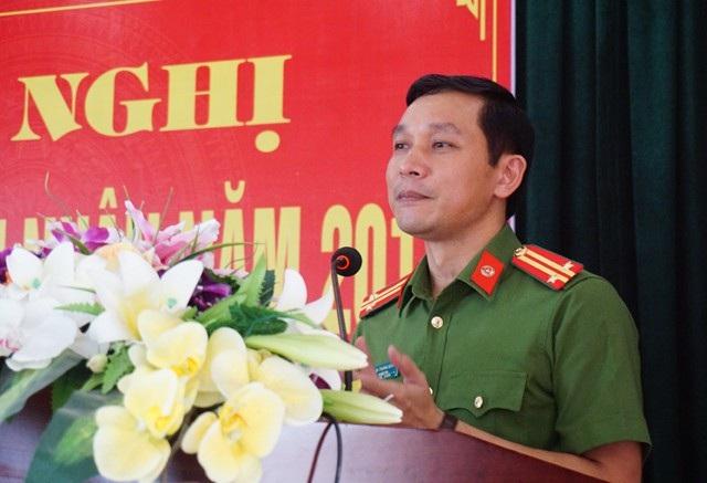 Trung tá Đinh Trọng Dung - Giám thị Trại tạm giam Công an tỉnh Nghệ An phát biểu tại Hội nghị gia đình phạm nhân