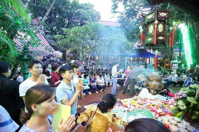 Trong tháng 7, người Việt còn có lễ Vu Lan hay còn gọi là lễ báo hiếu. Ảnh: Toàn Vũ