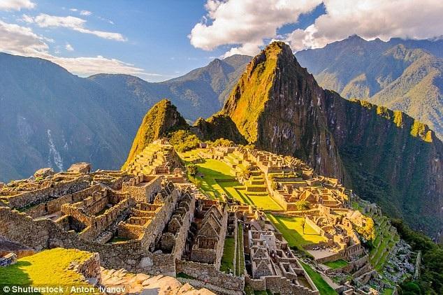 Tour du lịch trị giá 4 tỉ đồng, đi qua 30 quốc gia và 56 di sản thế giới đặc biệt cỡ nào? - 1