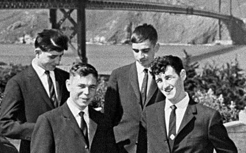 Bốn quân nhân Liên Xô (trong vụ sà lan trôi dạt) xuất hiện trong chuyến tham quan San Francisco, Mỹ. Ảnh: Sputnik.