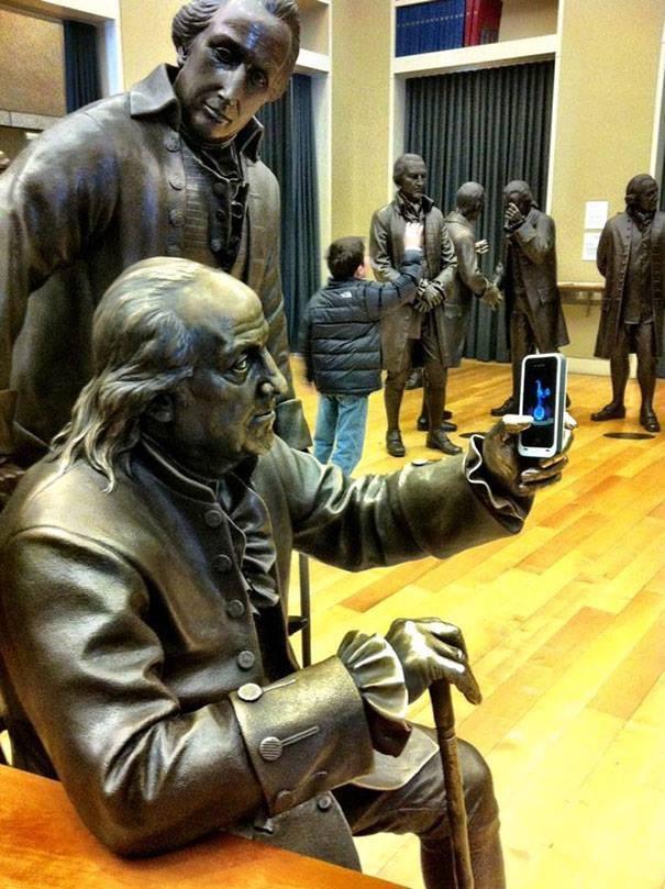 Khi các ông cụ lần đầu sử dụng smartphone
