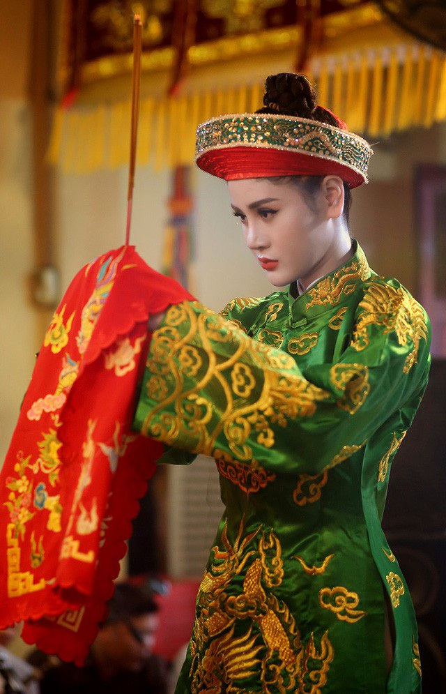 """""""Cô đồng"""" Triệu Hà Vy khoe vóc dáng nuột nà trên du thuyền - 7"""