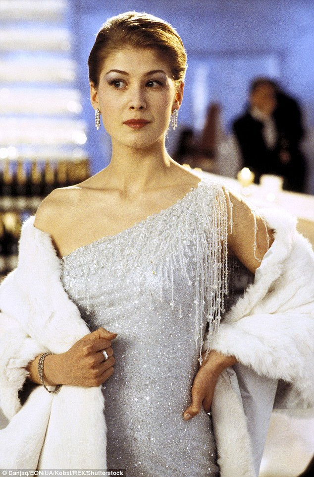 """Rosamund Pike trong phim """"Die Another Day"""""""