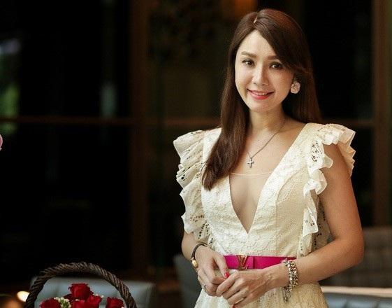 Thành công với vai Khánh Băng, Helen Thanh Đào liên tục được mời vào các bộ phim Hai mảnh đời, Ván cờ tình yêu, Giá mua một thượng đế, Cuộc chiến hoa hồng... Tuy nhiên, trong khi sự nghiệp đang lên thì Helen Thanh Đào cùng gia đình định cư ở Đài Loan vào cuối năm 2008.