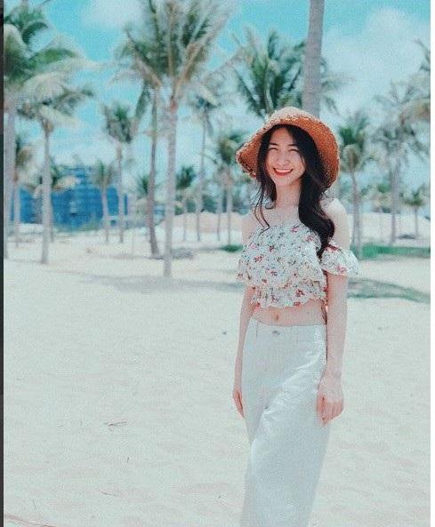 Sau khi chia tay Công Phượng, Hòa Minzy ngày càng nữ tính và xinh đẹp. Những hình ảnh mới nhận được phản hồi tích cực, đánh dấu cho thấy sự trưởng thành trong suy nghĩ của nữ ca sĩ.
