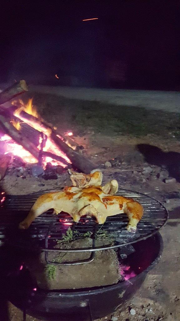 Gà nướng than bên bếp lửa hồng