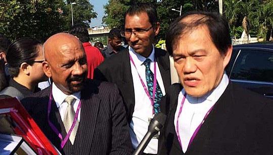Từ phải qua trái: Hisyam Teh Poh Teik, Salim Bashir và Naran Singh, các luật sư biện hộ cho Đoàn Thị Hương. Ảnh: Free Malaysia Today
