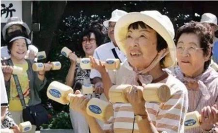 Du nhập vào Nhật Bản từ năm 2005, giờ đây Curves đã có hơn 1.760 chi nhánh và hơn 800.000 hội viên