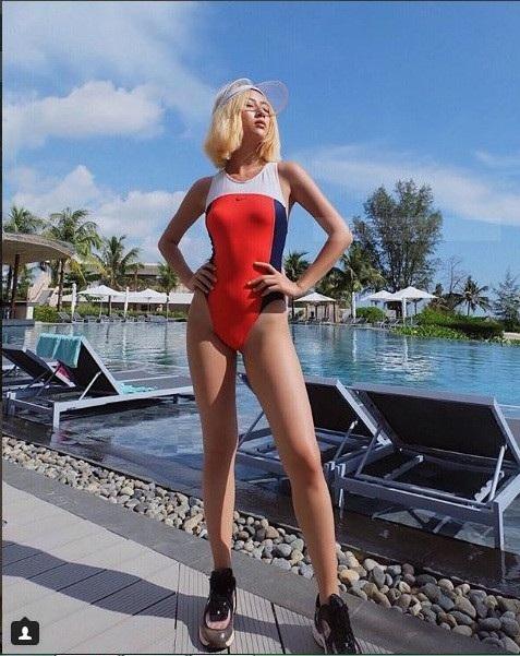 Càng trưởng thành Quỳnh Anh càng đẹp và có thần thái xuất sắc, cô nàng còn là hot girl có gu thời trang dẫn đầu. Nhiều bạn trẻ follow cô bạn không chỉ vì Quỳnh Anh là một hot girl tiếng tăm mà còn vì cô bạn ăn mặc quá đẹp và đáng học hỏi.