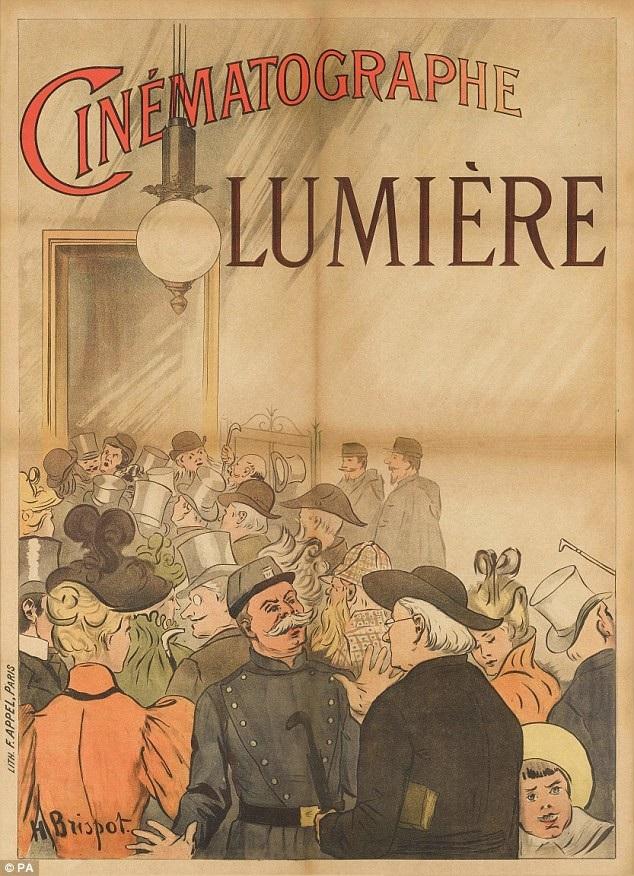 Để chuẩn bị cho buổi chiếu phim quan trọng, poster đã được chuẩn bị để quảng bá cho sự kiện. Sau đêm công chiếu đầu tiên diễn ra ở tầng hầm của quán một quán café tại Paris (Pháp), những tấm poster được đem dán trên đường phố để loan báo về sự kiện.