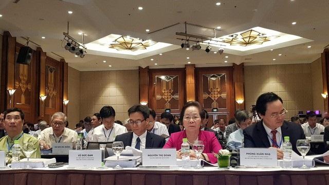 Hội thảo có sự tham gia của khoảng 200 đại biểu là lãnh đạo, nguyên lãnh đạo Đảng, Nhà nước; các vị đại biểu quốc hội, đại diện các đoànn ngoại giao, các tổ chức quốc tế, các chuyên gia, nhà khoa học, nhà giáo, doanh nhân...
