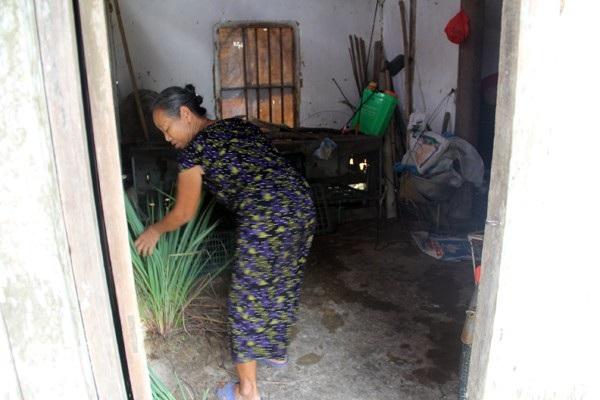 Bà ngoại nghèo khó đã đùm bọc Phương sống trong tuổi thơ chịu nhiều thiệt thòi.