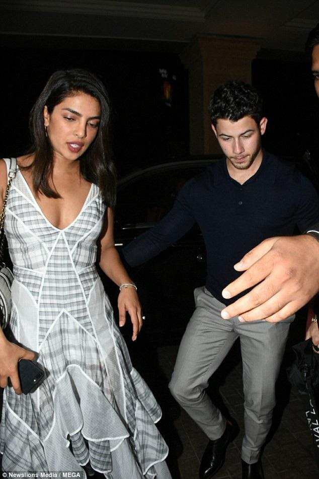 Ca sỹ Nick Jonas rất nghiêm túc trong mối quan hệ này