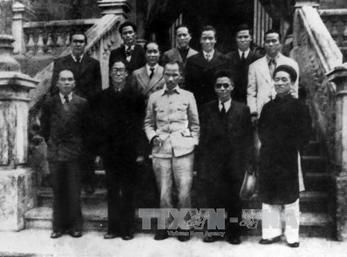 Chính phủ lâm thời Việt Nam Dân chủ Cộng hòa ra mắt sau khi Cách mạng tháng Tám thành công. Ảnh: TTXVN