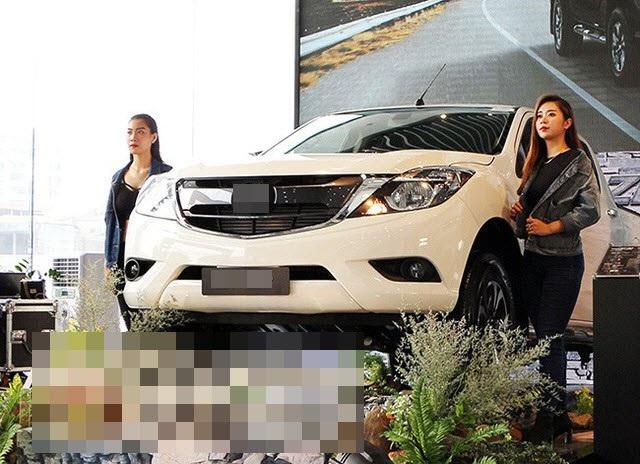 Lo được giấy phép và các thủ tục, hàng loạt xe hơi từ Thái đổ bộ về Việt Nam giữa tháng được người dân quan niệm là tháng cô hồn - không mua bán xe.