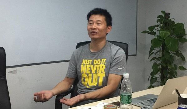 Chen Benfeng, nhà sáng lập công ty phần mềm Redcore Times Technology, giải thích về trình duyệt web Redcore